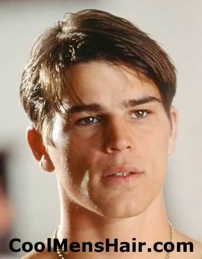 Image of Josh Hartnett side parted hairstyle.