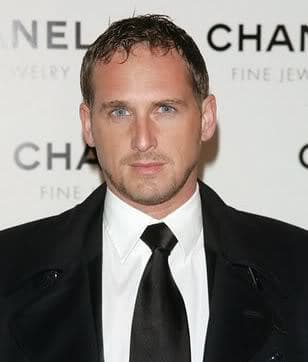 Josh Lucas caesar haircut for men with thin hair.