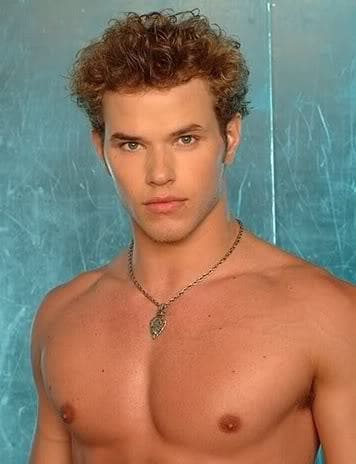 Photo of Kellan Lutz curly hairstyle.