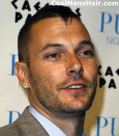 Image of Kevin Federline hairstyle resembles a faux-hawk.