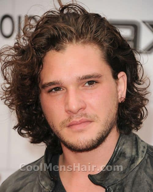Photo of Kit Harington hairstyle.