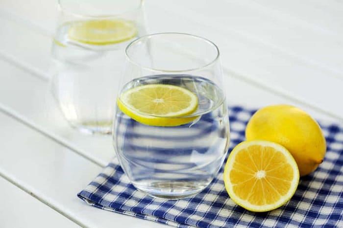 lighten hair with lemon juice