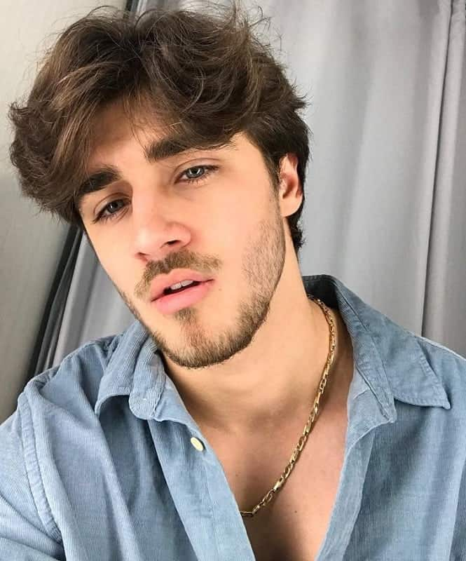 messy wavy hairstyle for men