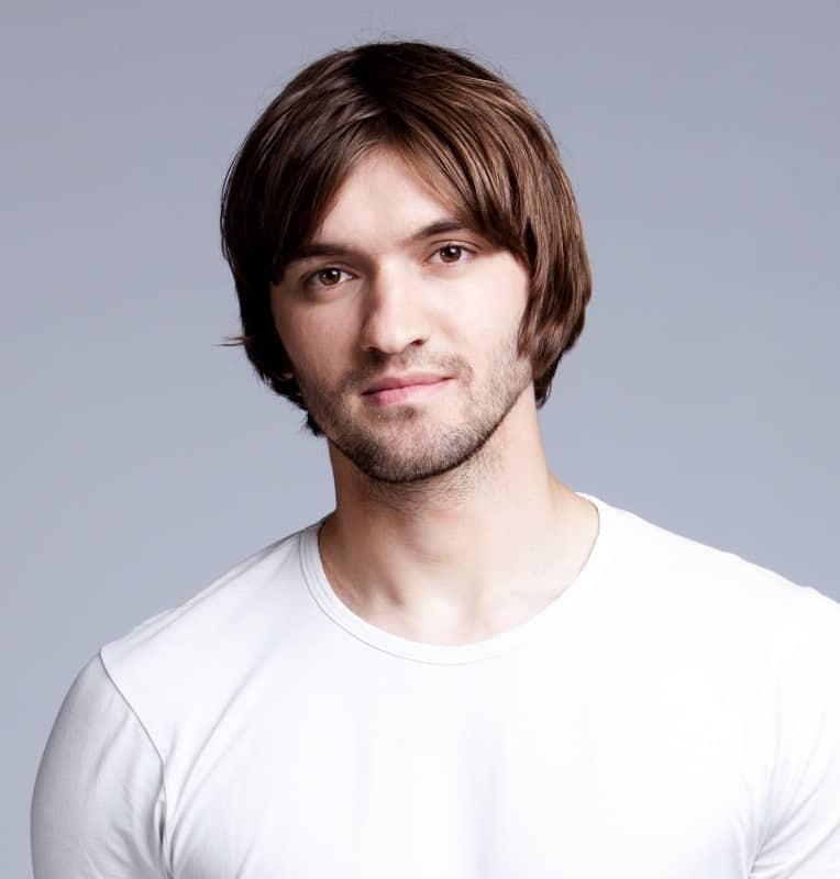 men's medium haircut with middle part