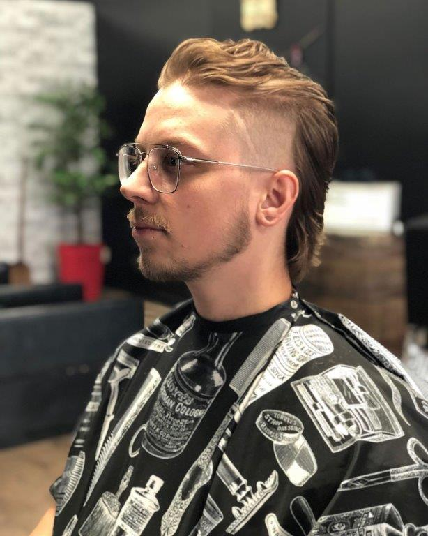 mexican mullet hairstyle for wavy hair
