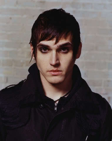 Cool emo hairstyle from Mikey Way.