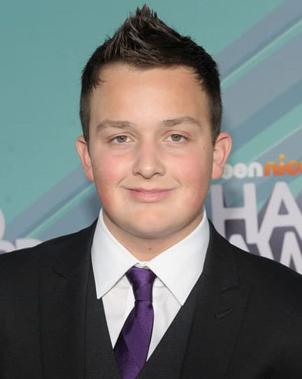 Photo of Noah Munck faux-hawk hairstyle.