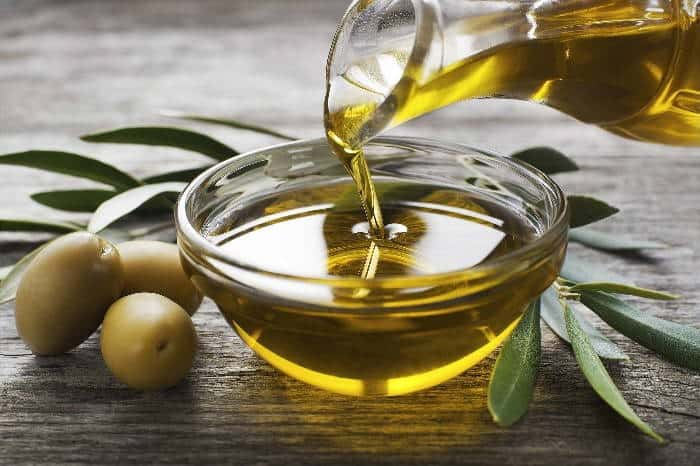 olive oil to relax hair naturally