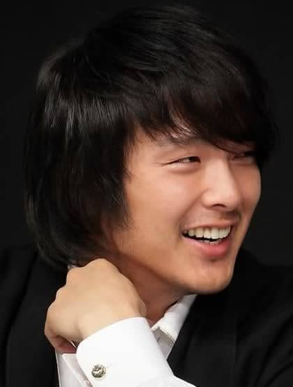 Picture of Park Yong Ha Hairstyles for Korean men.
