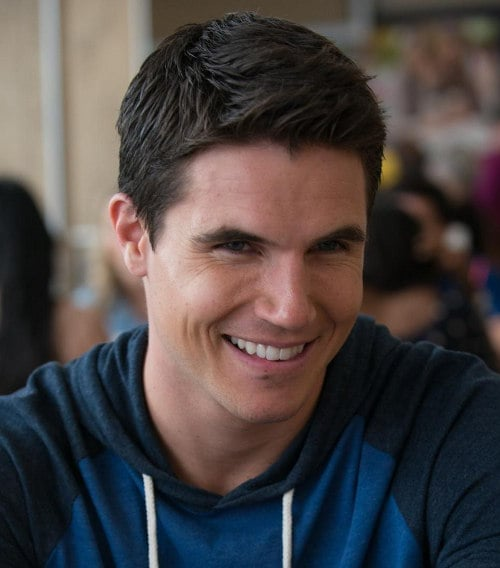 robbie-amell-casual-hairstyle
