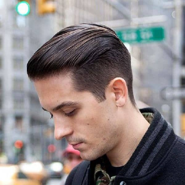 rockabilly hairstyle with greasy look