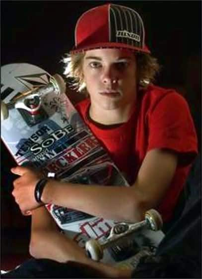 Image of Ryan Sheckler skater hairstyle wit a cap.