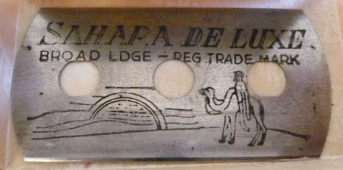 Photo of Sahara de Luxe old razor blade.