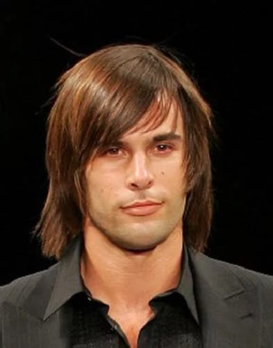 shaggy hairstyle with straight hair