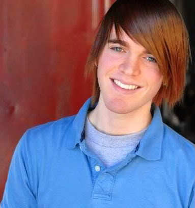 Picture of Shane Dawson straight hairstyle.