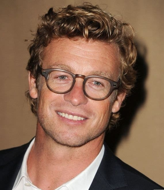 Simon Baker with short and blonde curly hair
