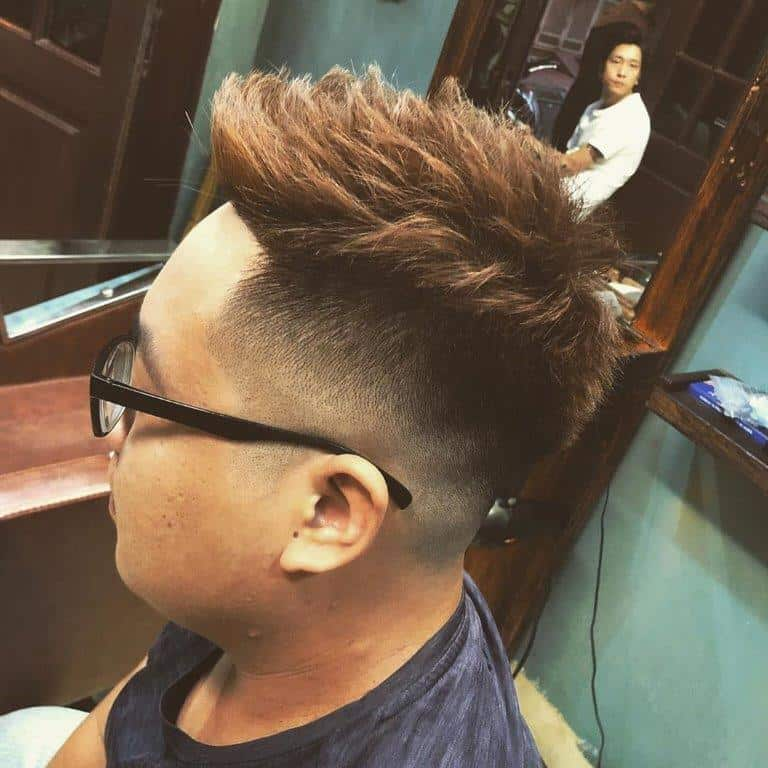 two toned short quiff hairstyle for men
