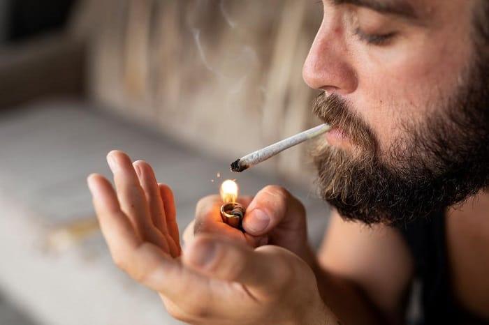 bad habit that damages the hair - smoking