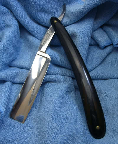 Image of straight razor.