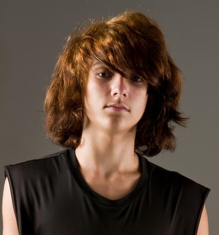 corte de pelo largo de adolescente