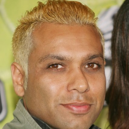 Tony Kanal hairstyle photo.