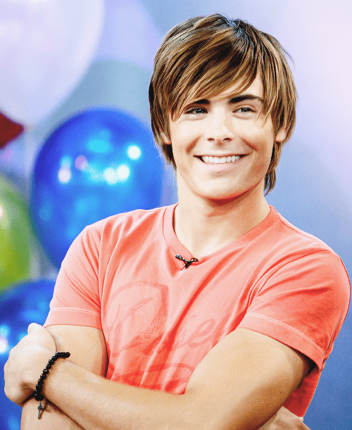 Picture of Zac Efron straight shaggy hair.