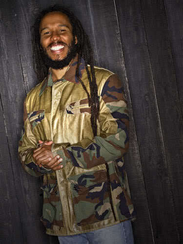 Photo of Ziggy Marley long dreadlock hair.